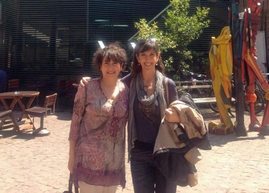 Vicenta Giménez (derecha) con Sylvia Díaz